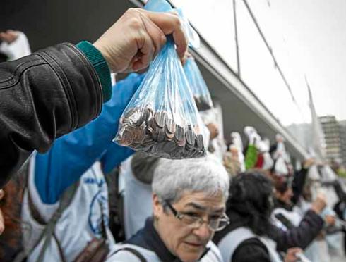 """Marea Blanca ha realizado una racudacion de """"centimos"""" procedentes de profesionales de centros sanitarios para evitar que se deriven pacientes de lista de espera a la privada"""